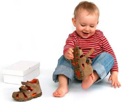 По каким параметрам подобрать детскую обувь